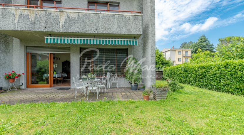 Villa bifamiliare con giardino Como (103)