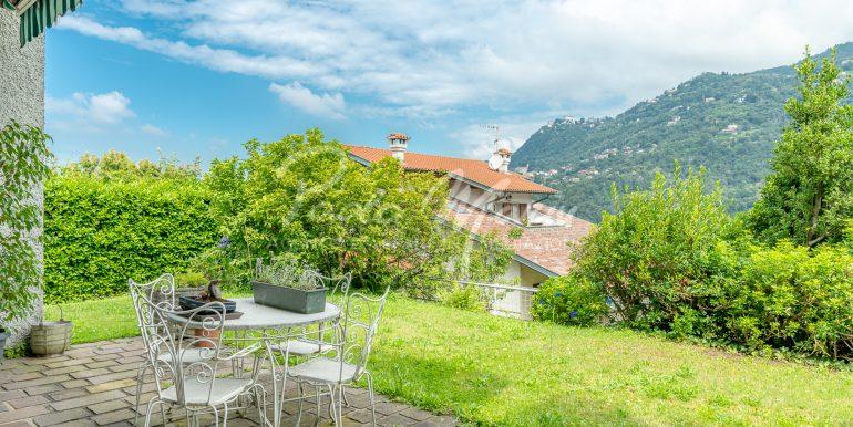 Villa bifamiliare con giardino Como (109)