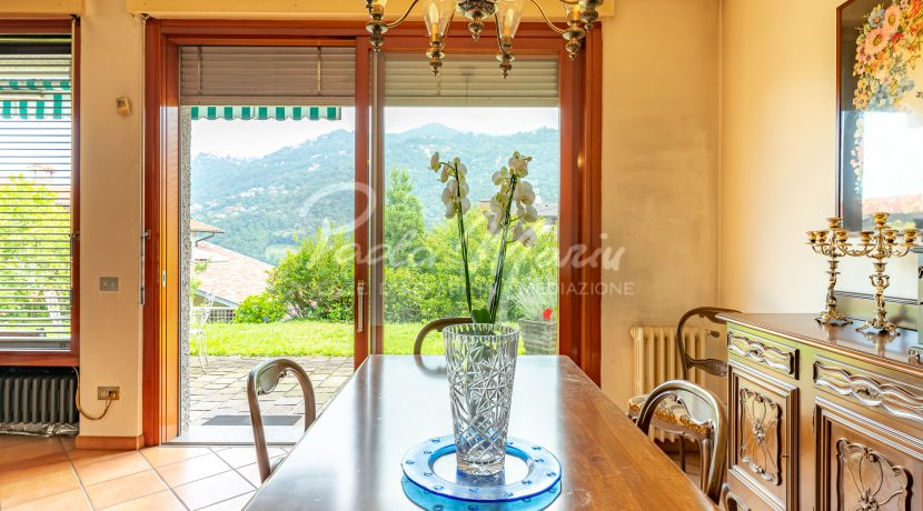 Villa bifamiliare con giardino Como (122)