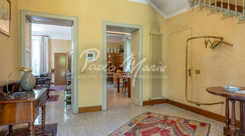 Villa d'epoca con giardino depandance Erba Como (136)