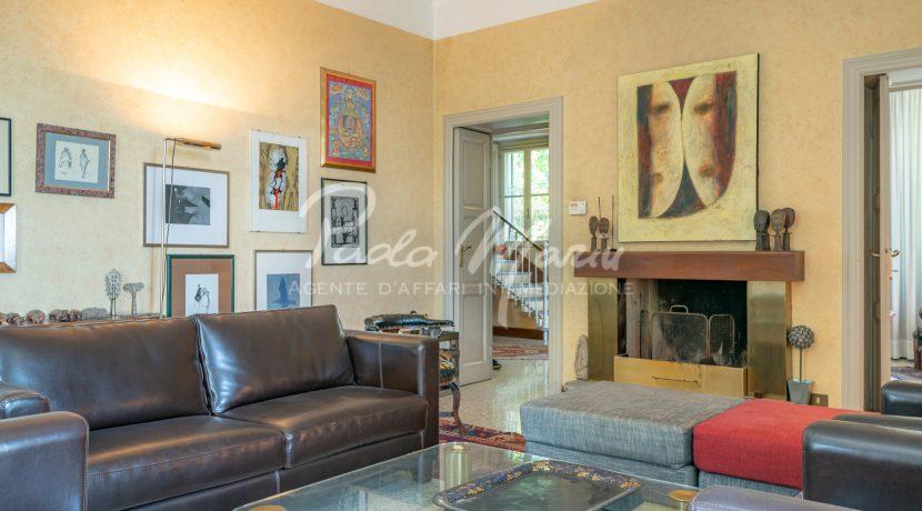 Villa d'epoca con giardino depandance Erba Como (153)