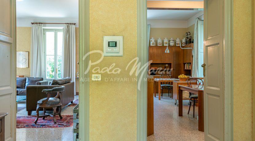Villa d'epoca con giardino depandance Erba Como (154)
