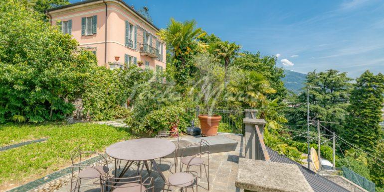 Villa d'epoca con giardino depandance Erba Como (19)