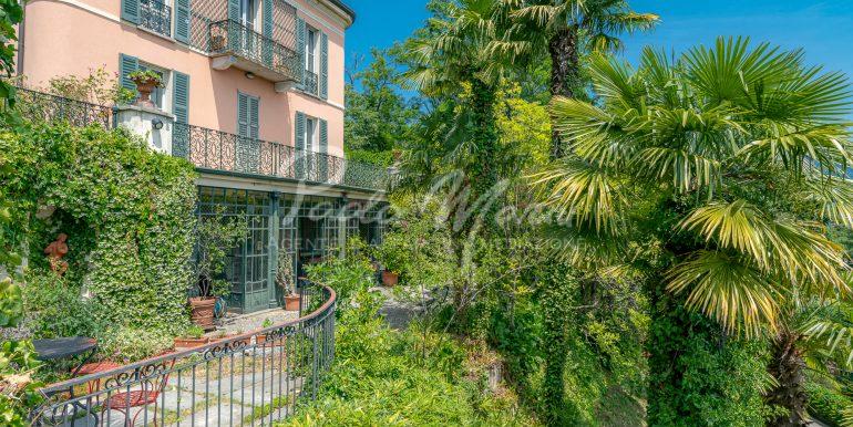 Villa d'epoca con giardino depandance Erba Como (210)