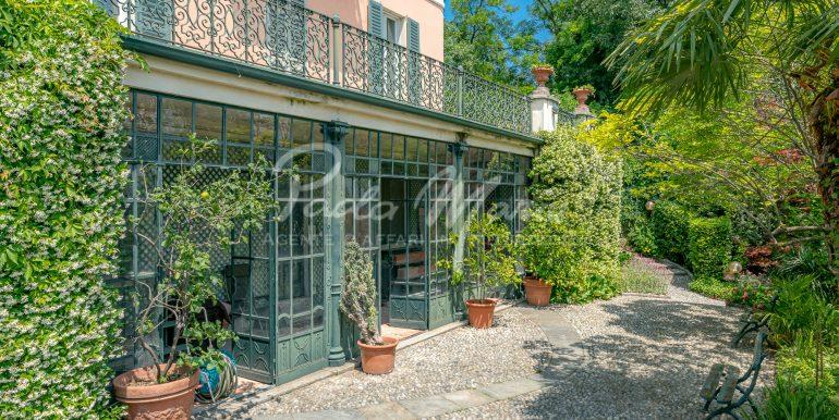 Villa d'epoca con giardino depandance Erba Como (22)