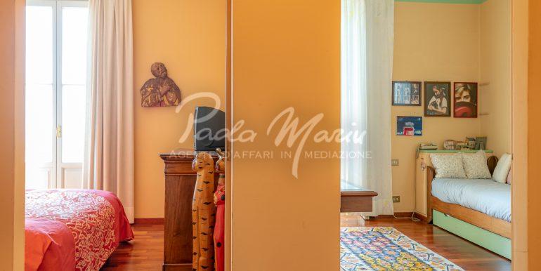 Villa d'epoca con giardino depandance Erba Como (25)