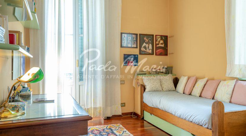 Villa d'epoca con giardino depandance Erba Como (26)