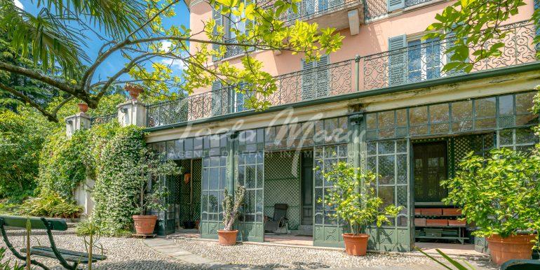 Villa d'epoca con giardino depandance Erba Como (27)