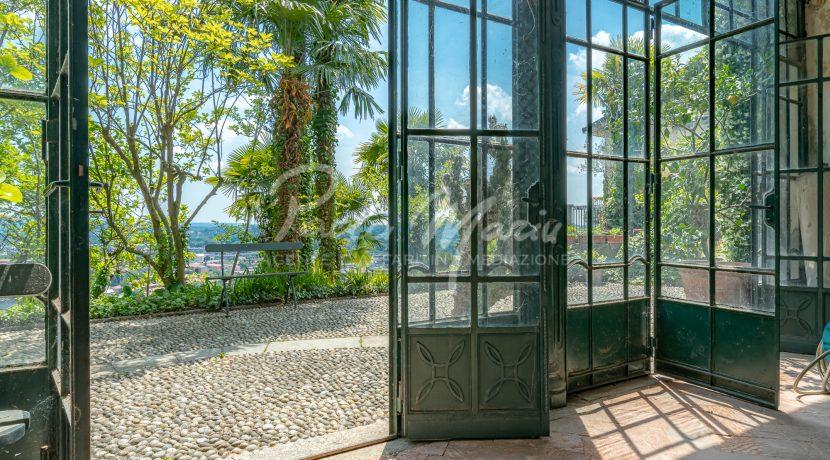 Villa d'epoca con giardino depandance Erba Como (30)