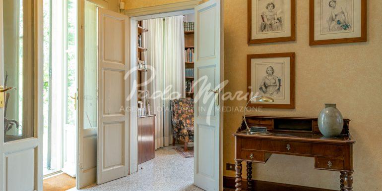 Villa d'epoca con giardino depandance Erba Como (61)