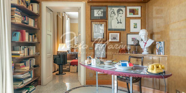 Villa d'epoca con giardino depandance Erba Como (64)
